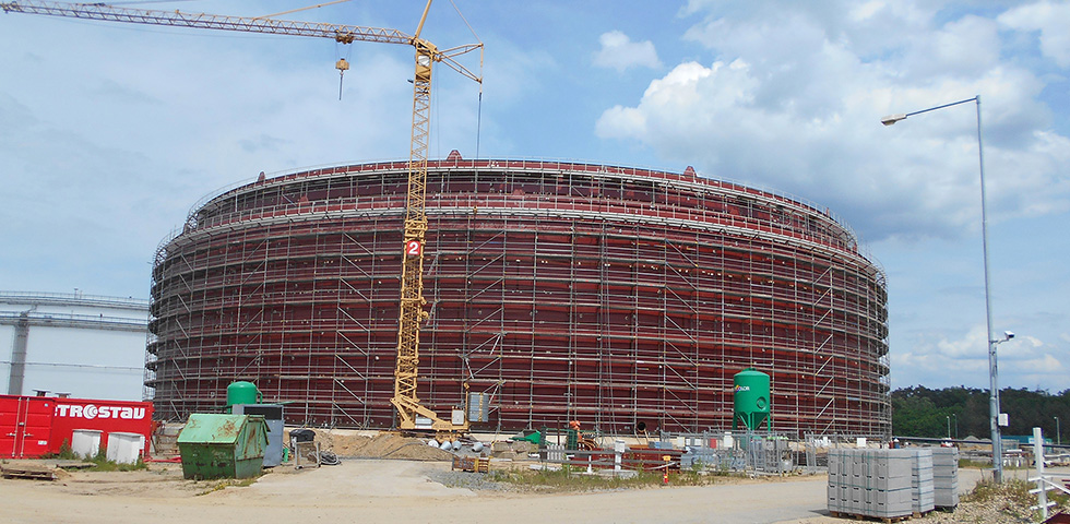 2100 ton wygiętych blach wspiera budowę nowego zbiornika na ropę naftową first image