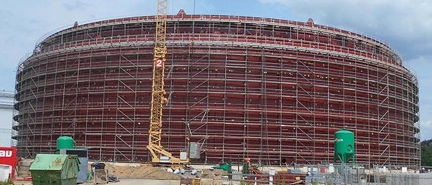 2100 ton wygiętych blach wspiera budowę nowego zbiornika na ropę naftową